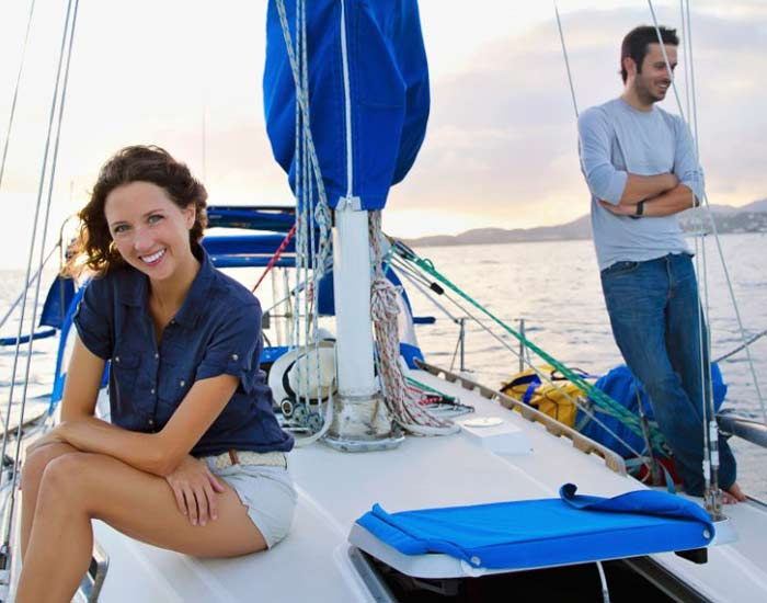 E022 Michigan Couple Sells Everything to Sail the World – Jessica Johnson